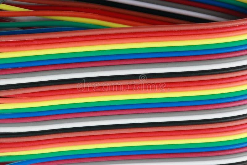 Dużo depeszują tasiemkowego kabel przy suchym słonecznym dniem zdjęcia royalty free