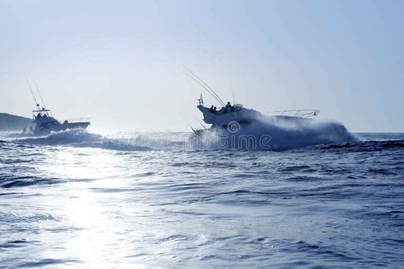 duży błękitny łódkowatego połowu gemowy ranek lato fotografia stock