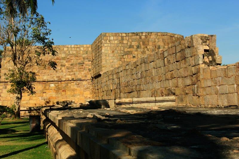 Duży battlement antyczna Brihadisvara świątynia w Gangaikonda Cholapuram, ind zdjęcia stock