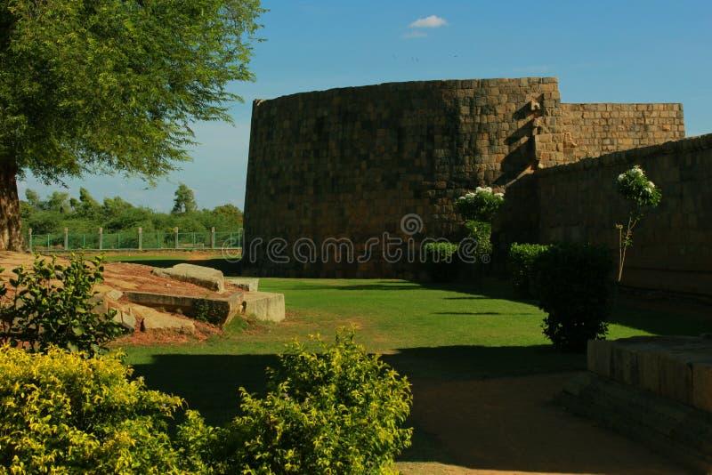 Duży battlement antyczna Brihadisvara świątynia w Gangaikonda Cholapuram, ind zdjęcia royalty free