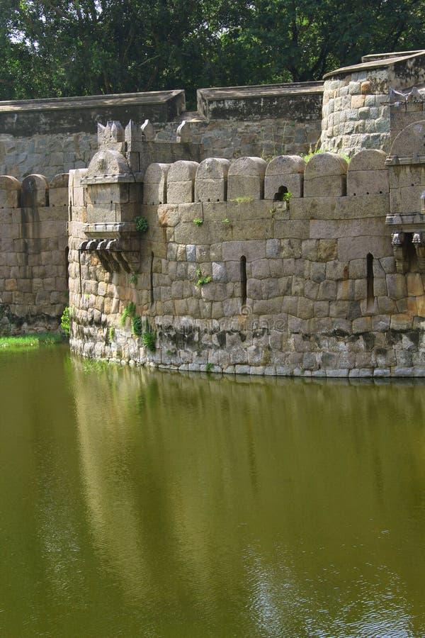 Duży battlement vellore fort z drzewami i okopem obrazy royalty free