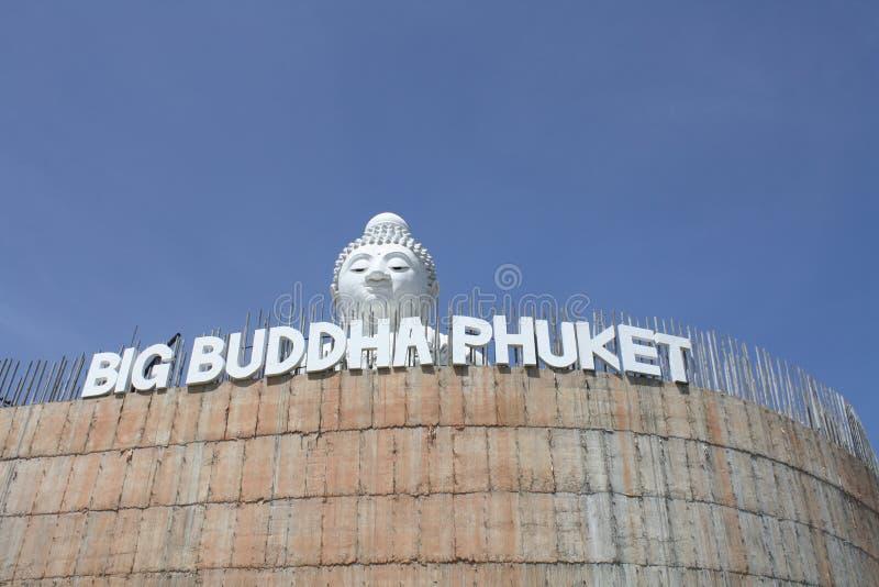 Duży Budda Peekign ściana obraz royalty free