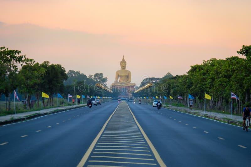Duży Buddha przy Singburi Tajlandia fotografia royalty free