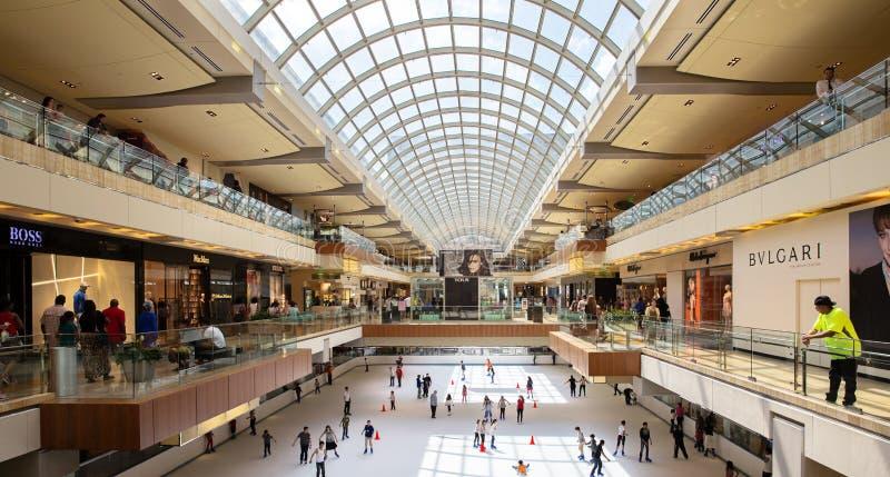 Duży centrum handlowe obrazy stock