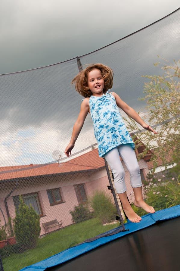 duży dziecka zabawy skokowy trampoline obrazy royalty free