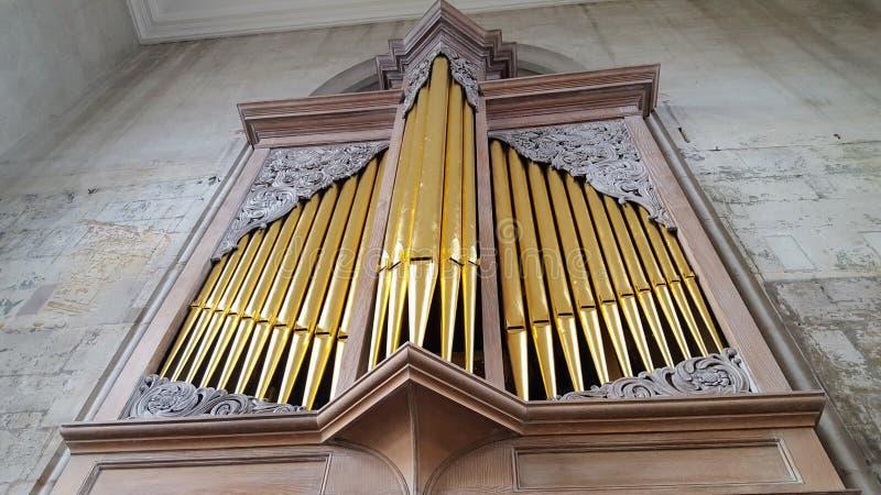 Duży fajczany organ w kościół obraz stock