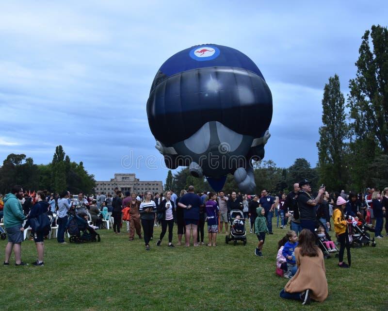 Duży hełma gorącego powietrza balonu wszczynać fotografia royalty free