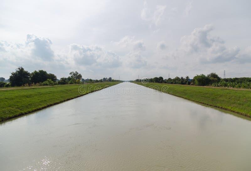 Duży irygacyjny chanel w wsi Tajlandia zdjęcie royalty free