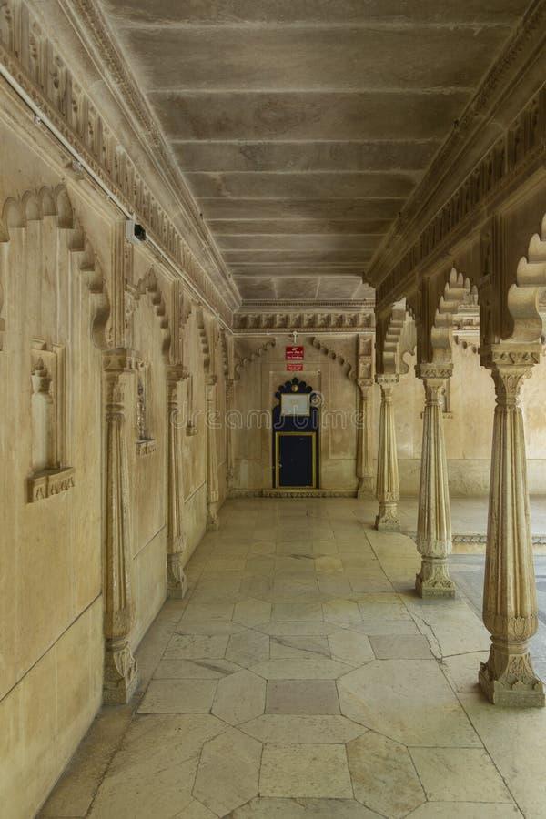 Duży lobby wśrodku miasto pałac, Udaipur, Rajasthan, India obrazy stock