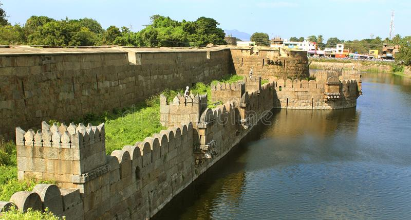 Duży okop z fortów battlements i ampuły ściany krajobrazem obraz royalty free