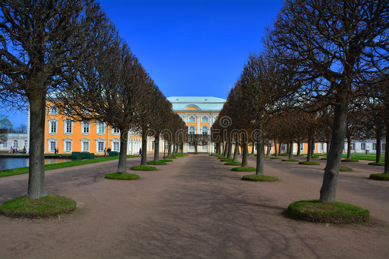 Duży Peregofsky pałac w Peterhof, St Petersburg, Rosja obraz royalty free