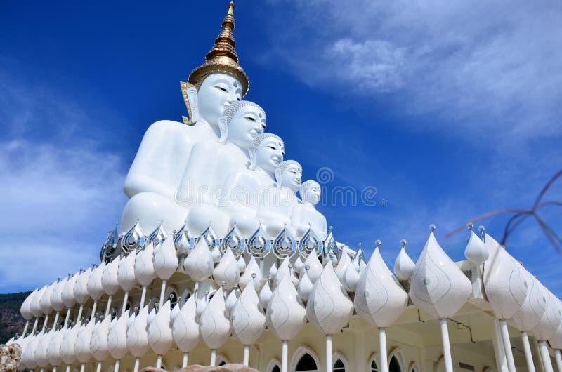 Duży pięć Buddha przy Watem Pha Sorn Kaew w Phetchabun biel, Thaila fotografia royalty free
