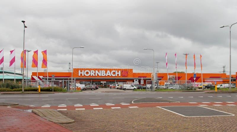 Duży robi mię sklepowy Hornbach w Nieuwerkerk aan melinie IJssel w jaskrawym pomarańczowym kolorze fotografia royalty free