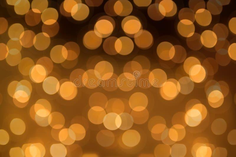 Duży round Bokeh w złotym kolorze żółtym na ciemnego brązu tle Abstr fotografia stock