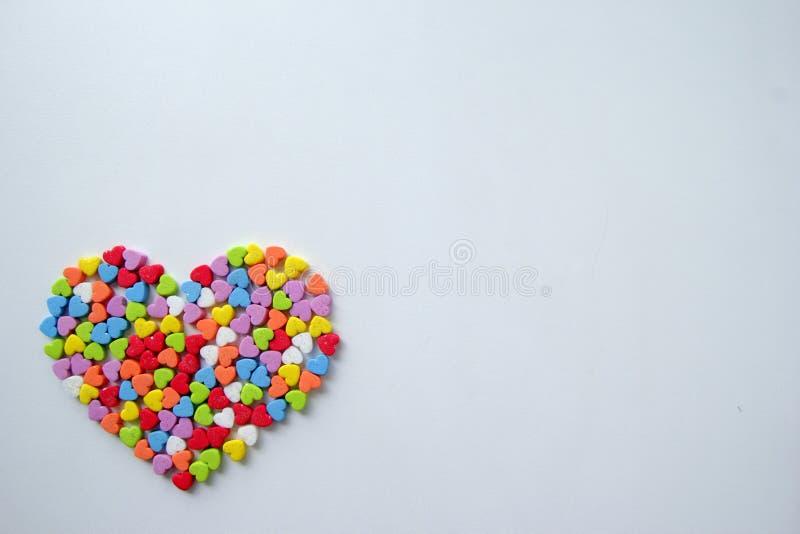 Duży serce od małych olśniewających kolorowych serc dla walentynki ` s dnia obrazy stock