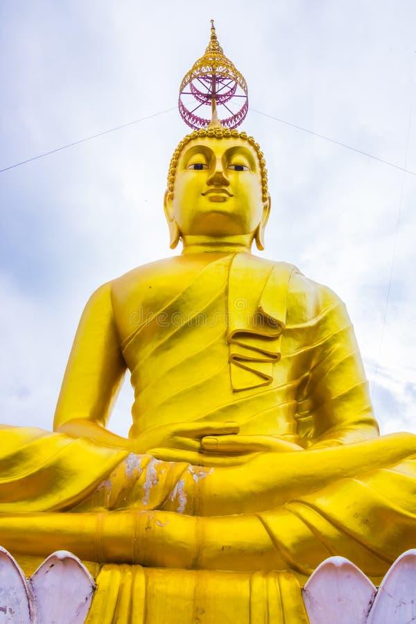 Duży Złoty Buddha w Tygrysiej jamy świątyni, Wat Tham Suea, Krabi, Tajlandia zdjęcia stock