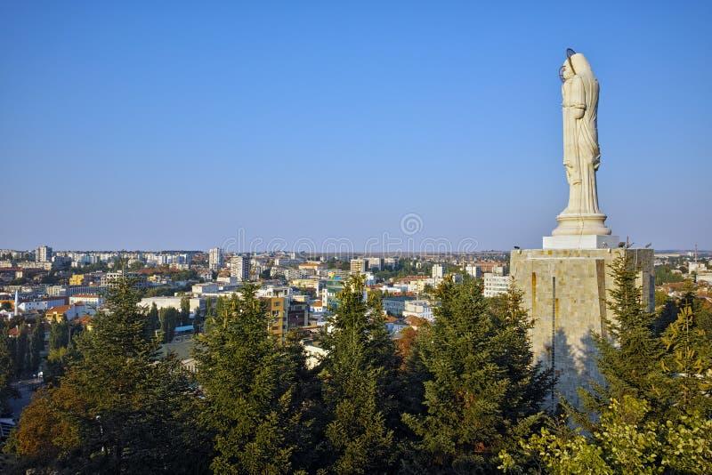Duży zabytek maryja dziewica w świacie, miasto Haskovo obraz royalty free