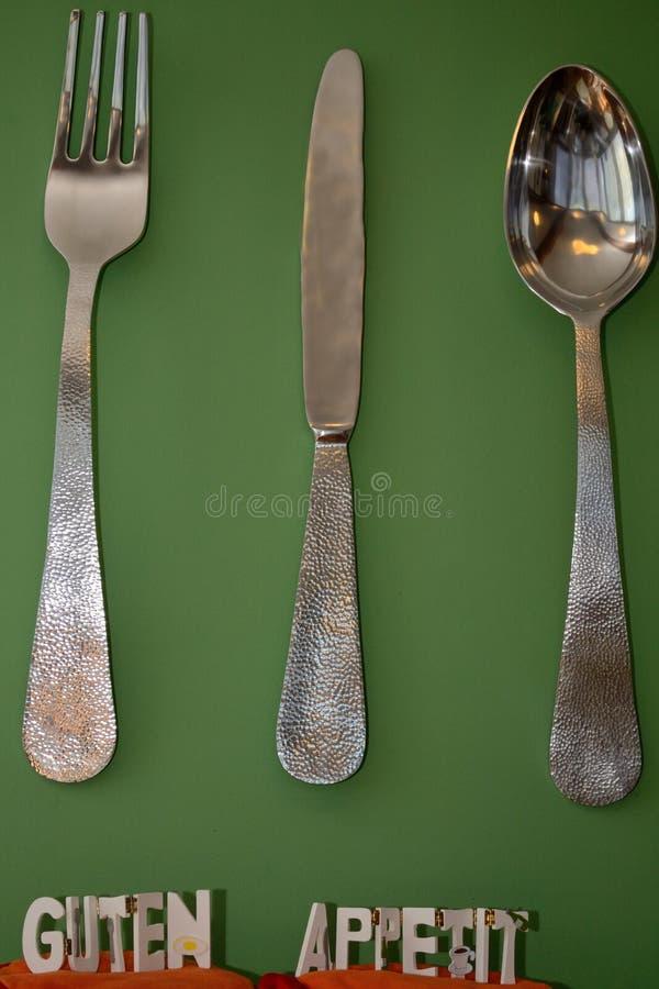 Dużych rozmiarów cutlery jako dekoracja obraz stock