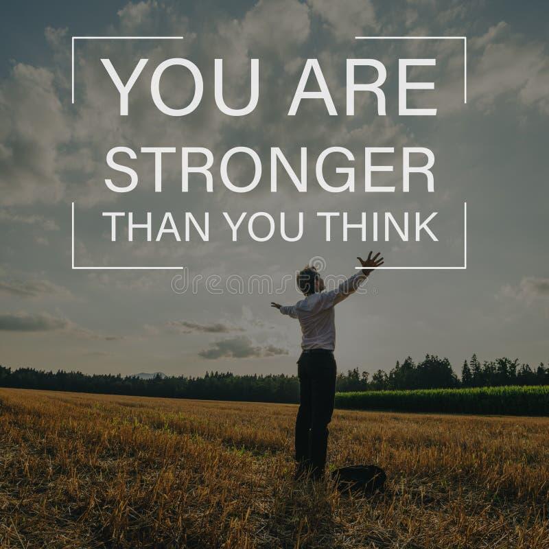 Du är starkare, än du tänker undertecknar över ett affärsmananseende i natur royaltyfria foton
