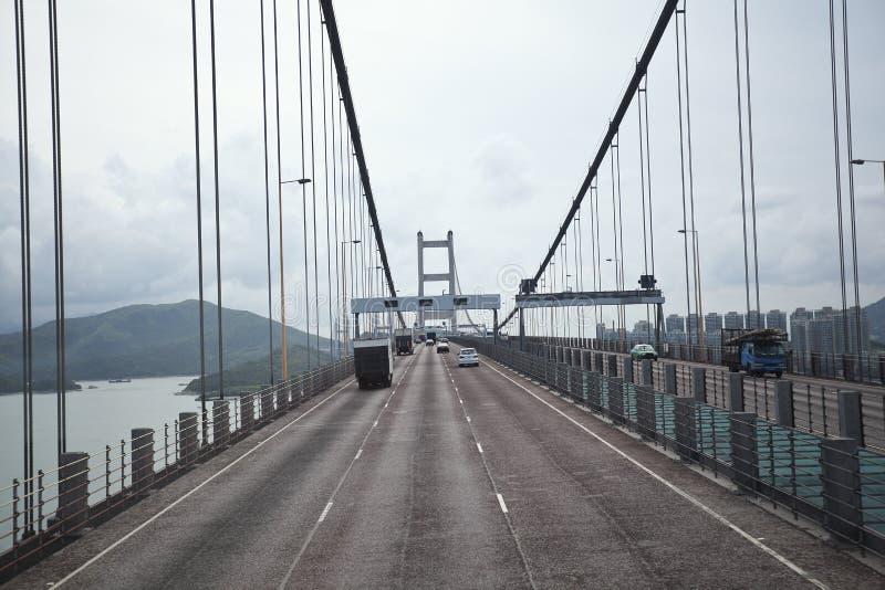 Du côté gauche à la route conduisant l'itinéraire et le pont photos libres de droits