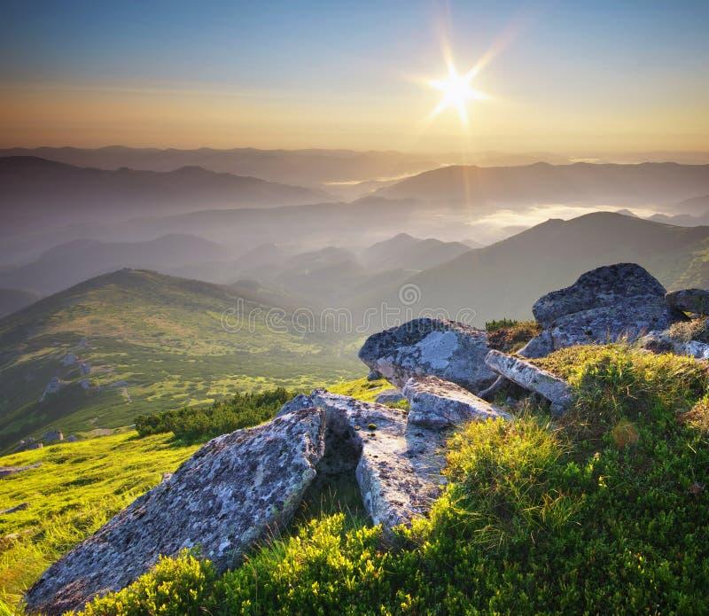 Download Duże Krajobrazowe Halne Góry Obraz Stock - Obraz złożonej z równina, farm: 57658387