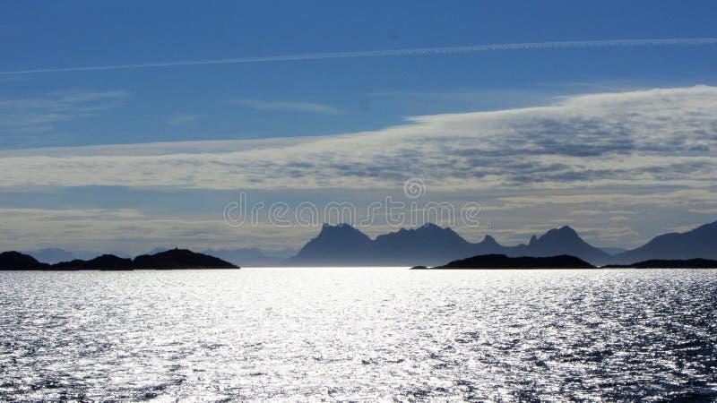 Du ferry dans Lofoten photo libre de droits