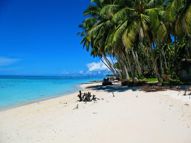 Du front de mer d'une île minuscule outre de Sumatra occidental, Indonésie photo stock