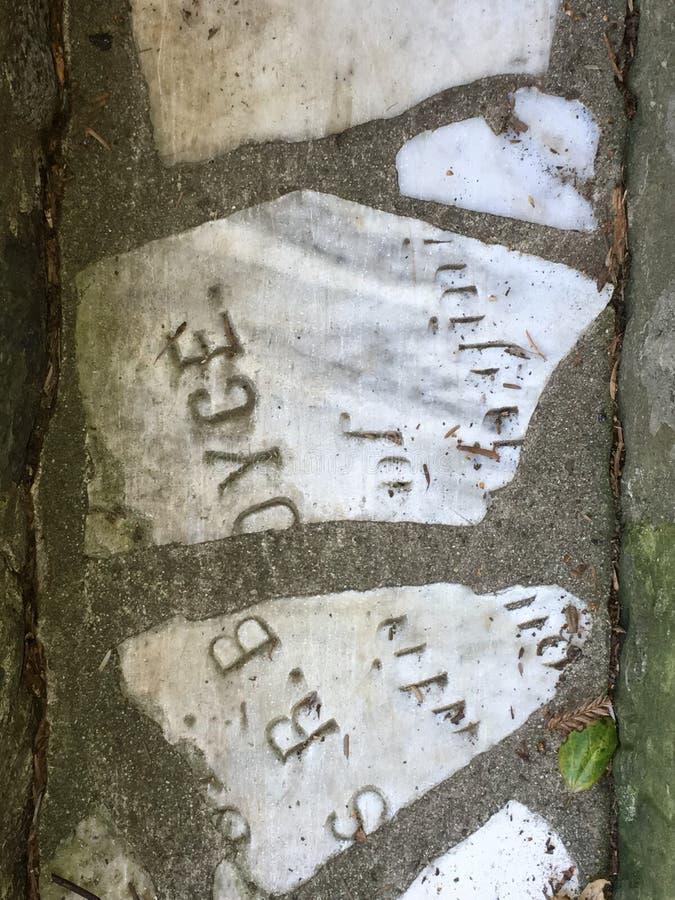 Du pavé topiaire de pierre tombale de cimetière, 6 image libre de droits