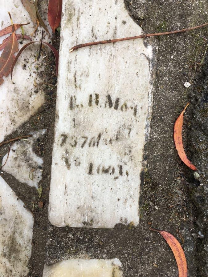 Du pavé topiaire de pierre tombale de cimetière, 17 photo stock
