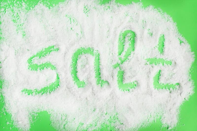 Du sel des textes est écrit sur le fond de sel photographie stock libre de droits