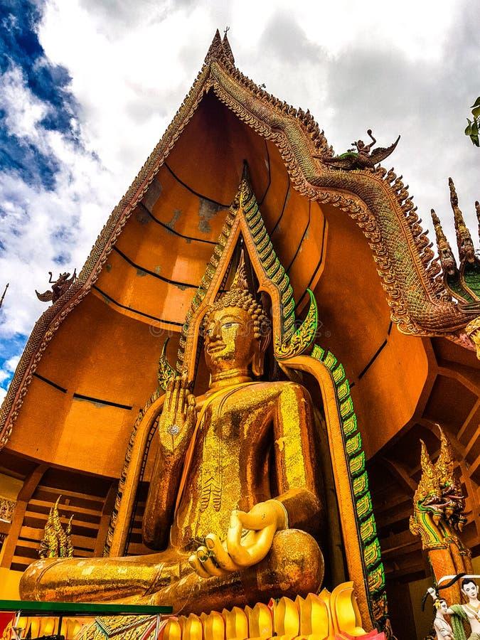 Du?y Buddha Ogromny Z?oty Buddha w Tajlandia Piękna duża złota Buddha statua zdjęcie royalty free