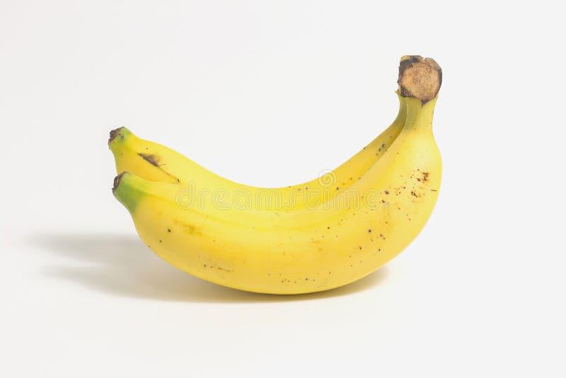 Duas bananas isoladas no fundo branco com fotografia de stock