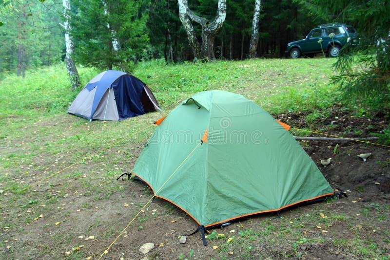 Duas barracas na floresta fotografia de stock royalty free