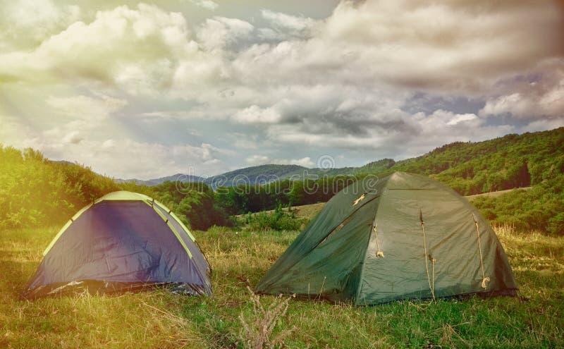 Duas barracas nas madeiras na manhã fotografia de stock royalty free
