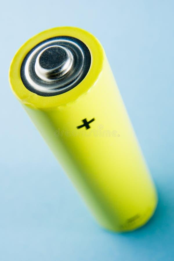 Duas baterias amarelas de encontro a um fundo azul imagem de stock royalty free