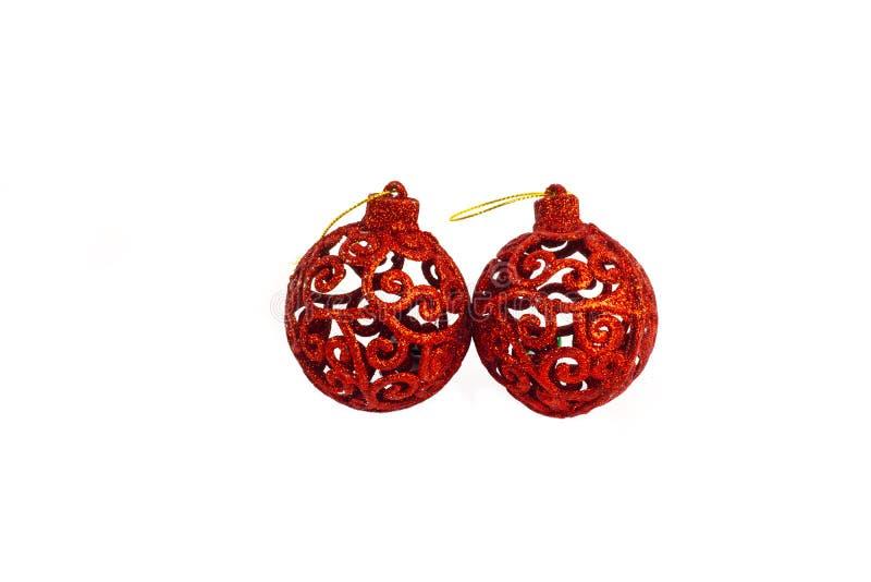 Duas bolas vermelhas do ano novo dos cristmas no fundo branco imagem de stock