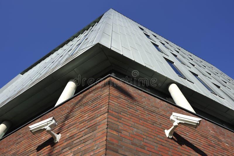 Duas câmaras de vigilância do CCTV imagens de stock