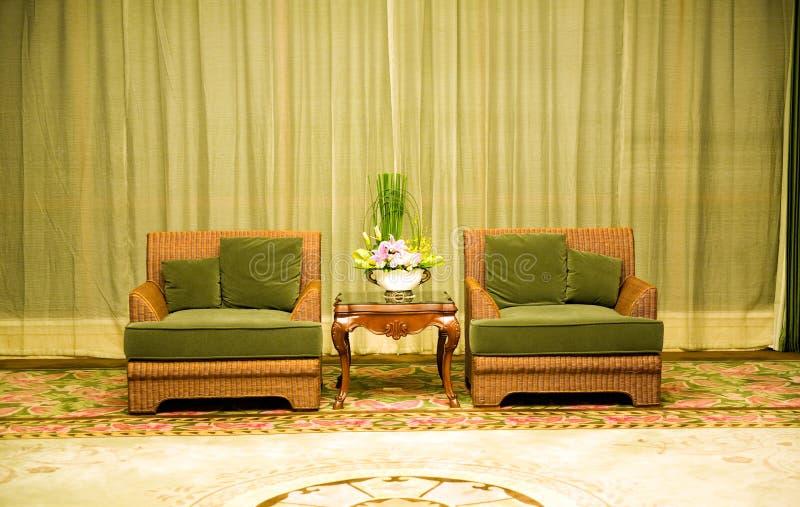 Duas cadeiras e tabelas imagens de stock royalty free