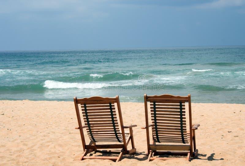 Duas cadeiras na praia fotografia de stock royalty free