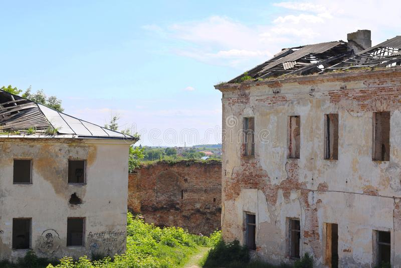 Duas construções abandonadas imagens de stock