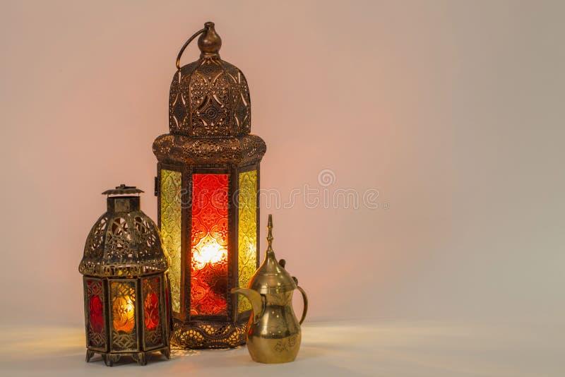 Duas de lanternas de incandescência originais foto de stock