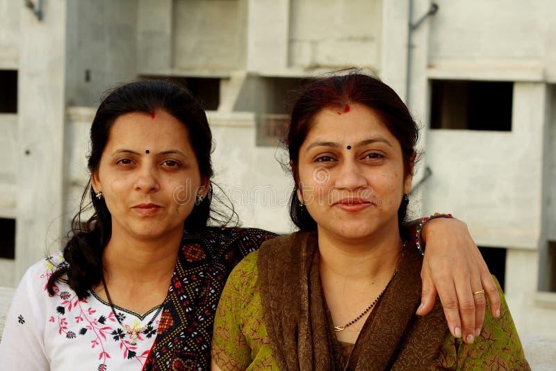 Duas donas de casa indianas imagem de stock