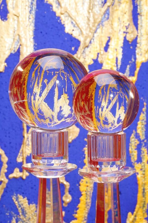 Duas esferas de cristal em suportes fotos de stock