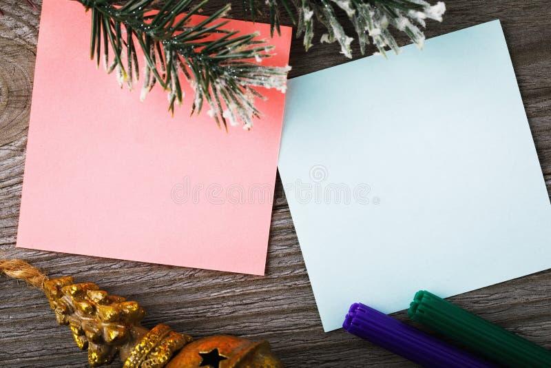 Duas etiquetas vazias para notas em feriados do Natal imagem de stock royalty free