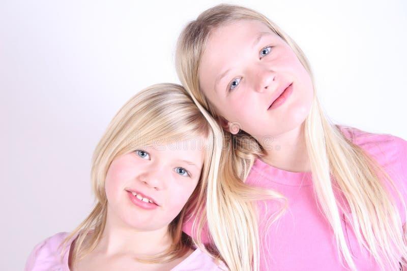 Duas faces bonitas das meninas imagens de stock