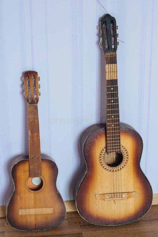 Duas guitarra velhas imagem de stock royalty free