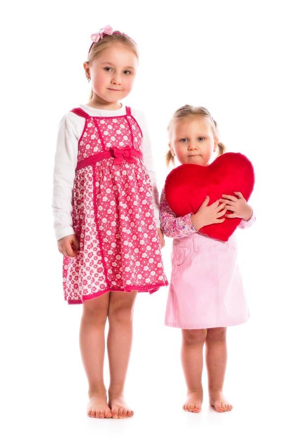 Duas irmãs com coração fotos de stock royalty free