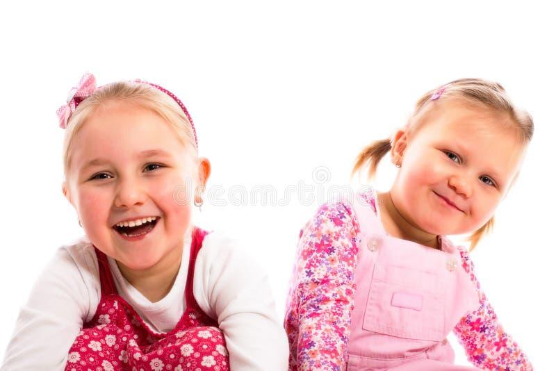 Duas irmãs de riso foto de stock
