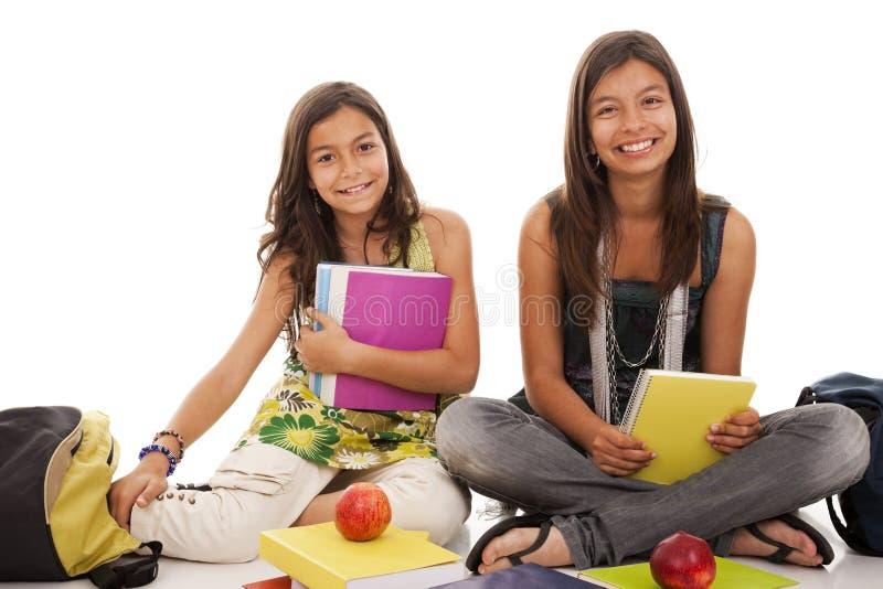 Duas irmãs novas do estudante foto de stock royalty free
