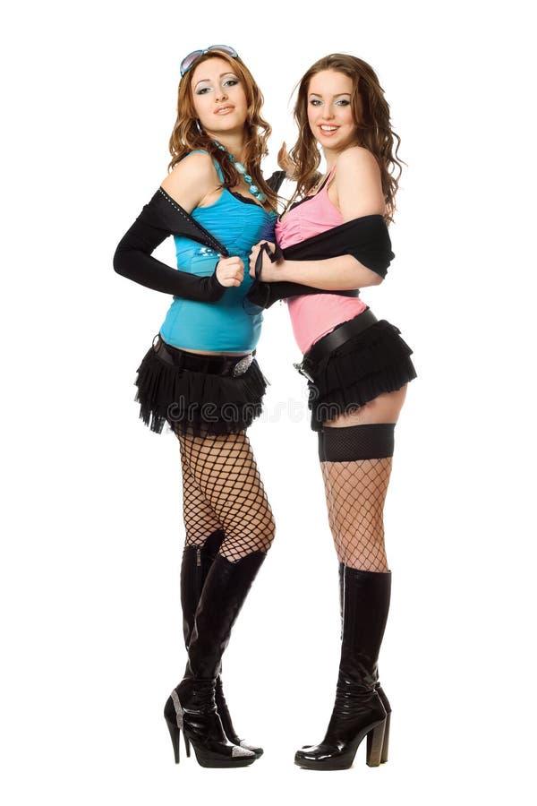 Duas jovens mulheres bonitas alegres. Isolado imagens de stock royalty free
